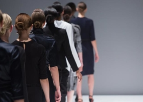 Chanel, Versage, Gautier, Lagerfeld – los diseñadores más famosos del mundo de la moda