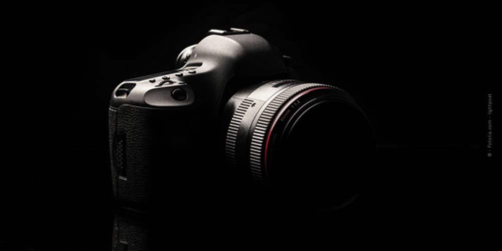 Fotografía nocturna: Fotografía con exposición de larga duración, disparador remoto y linterna.