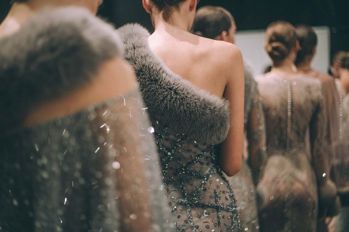 Lo más destacado del desfile de Givenchy - Extravagante colección de alta costura y romántica para hombres