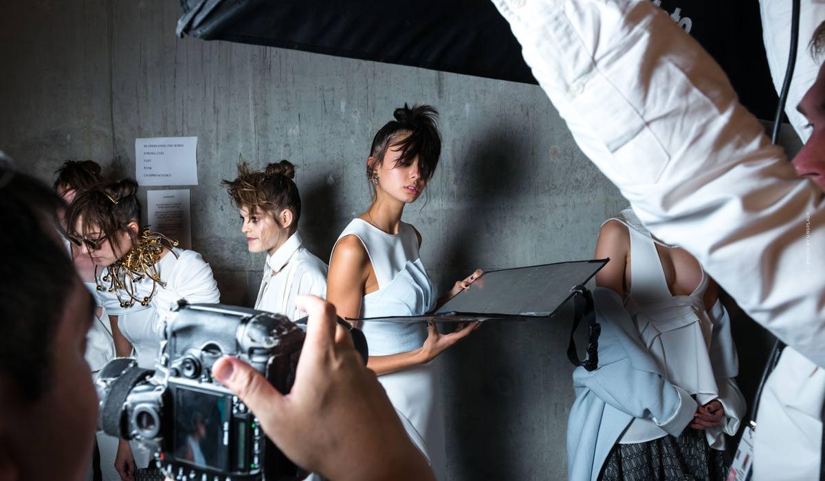 Lo más destacado del desfile de moda de Fendi - Ilusiones de moda en la pasarela, imágenes de bastidores y entrevistas