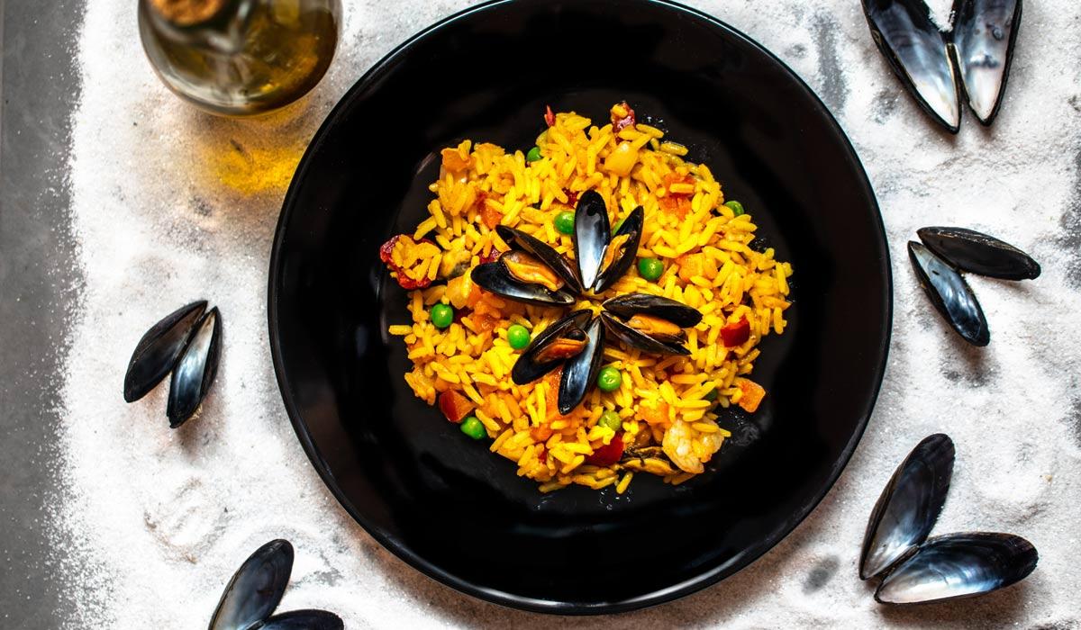 Los platos más ligeros para cocinar en casa: Espaguetis a la boloñesa, pisto y paella