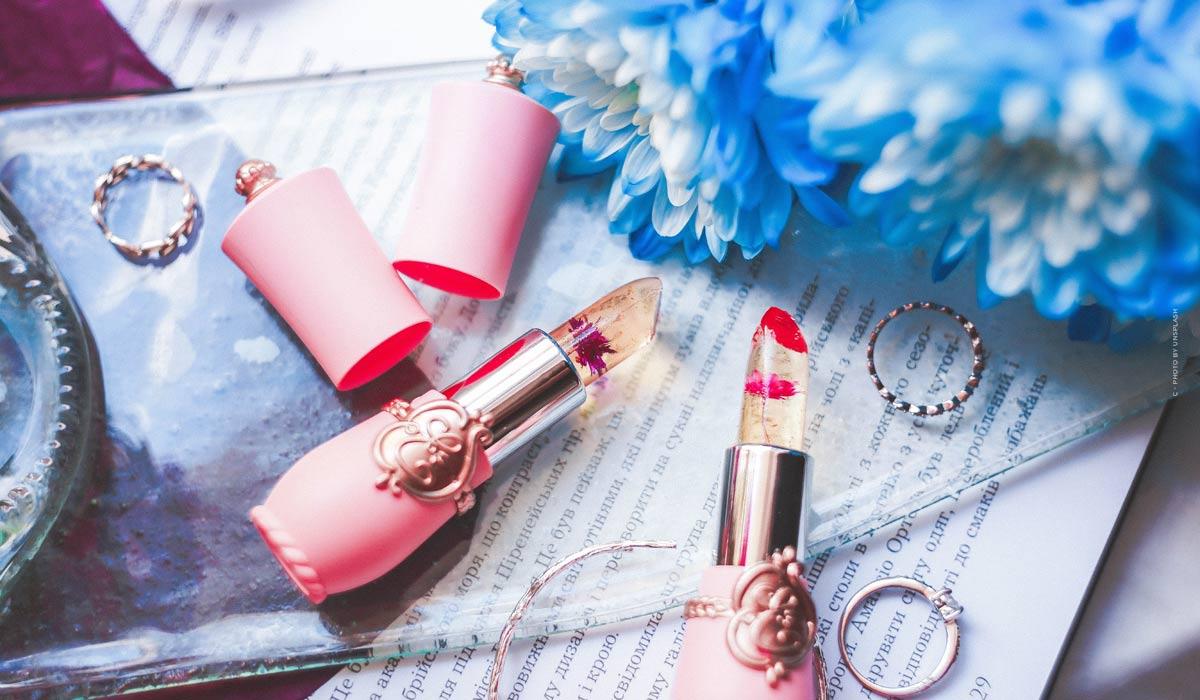 Refrescante maquillaje de verano: Rímel a prueba de agua y brillo natural