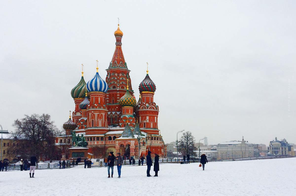 Semana de la Moda en Moscú: la modelo virtual Zoe, desfile de moda & diseñadora