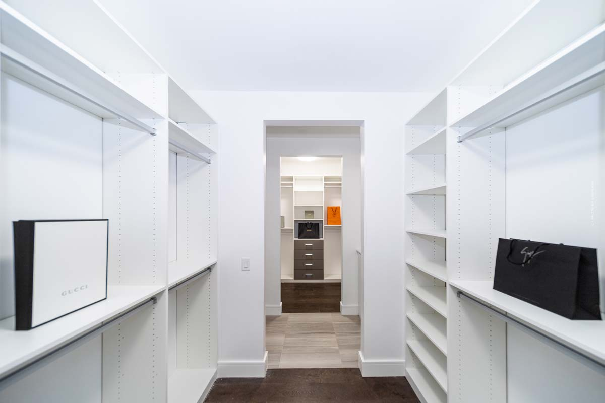 Taylor Hill: casa y armario