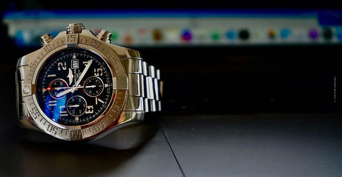 Breitling Aviator 8: Relojes de piloto en oro rojo noble, titanio o acero inoxidable