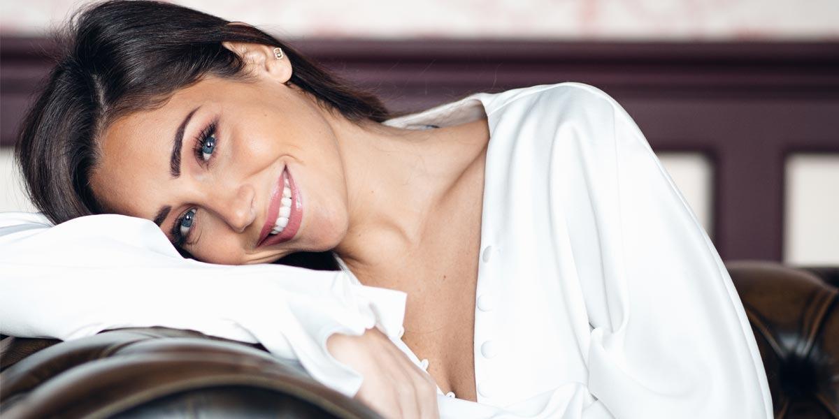 Entrevista exclusiva con la hermosa influenciadora Charlotte Pirroni - Moda, belleza y confianza en sí misma