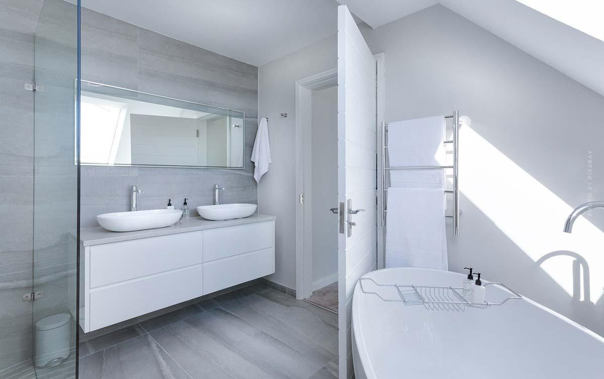 Mobiliario de baño: Muebles, espejos, colores y accesorios - Desde la planificación hasta los acabados de decoración