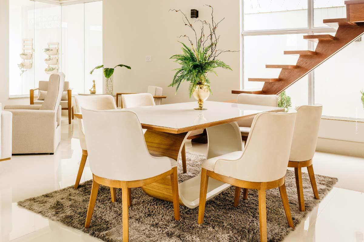 Mobiliario de comedor: Sillas, decoración e iluminación adecuada para cenar en casa
