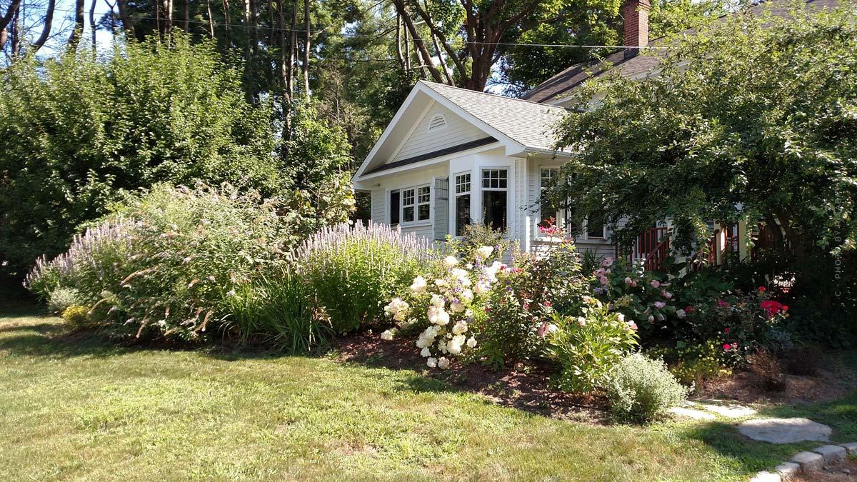 Crear un jardín: consejos de diseño y planificación con muebles resistentes a la intemperie, flores, piscina y mucho más
