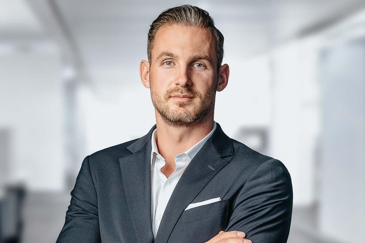 Entrevista al agente inmobiliario de Hamburgo: Thorben Andrich sobre la compra de inmuebles, los costes y los barrios populares de Hamburgo