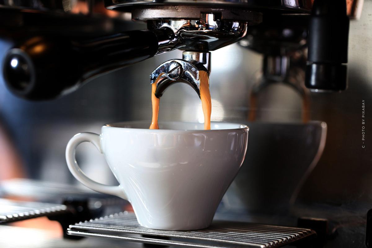 Saeco SM7683/10 Xelsis: Cafetera totalmente automática con pantalla táctil y espumador de leche en prueba