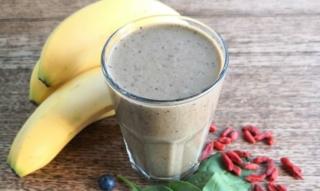 Recetas de batidos de plátano: fresas, aguacate con yogur, leche de almendras & Co.